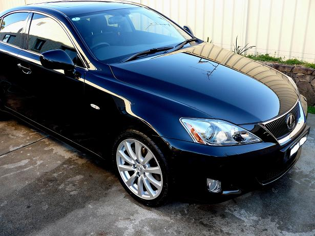 Georges_Lexus_front_right_hand_side_2